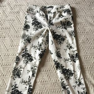 WHBM Womens Black & White Floral Jeans